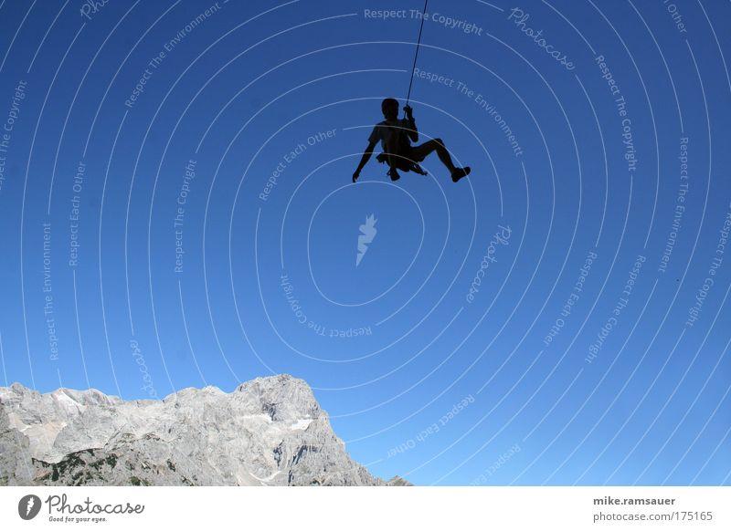 Spinne gegen Blau 1 Mensch Freude Landschaft Sport Berge u. Gebirge springen Glück Stein Angst Felsen fliegen Abenteuer gefährlich Fröhlichkeit Klettern fallen