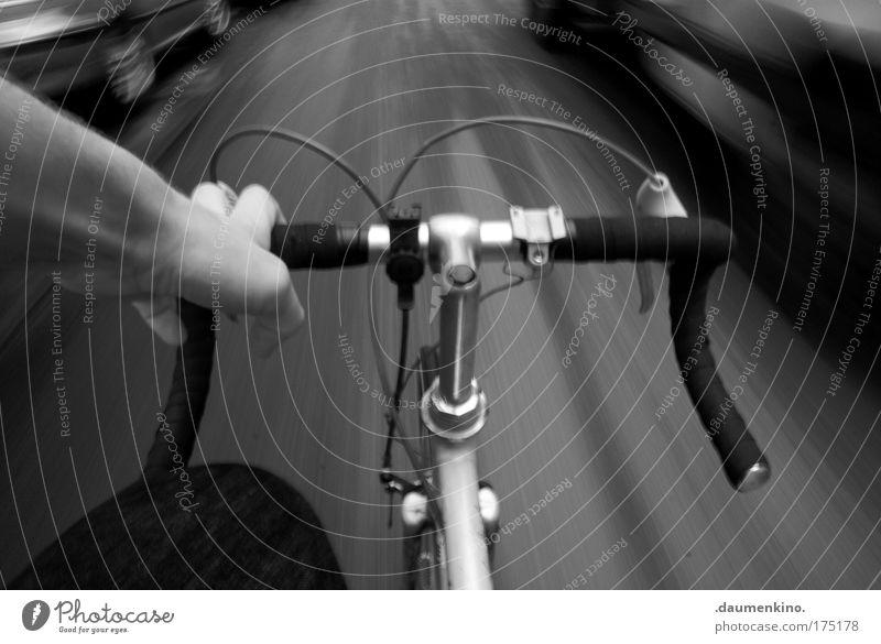über die selbstverständliche allgegenwart des windes Schwarzweißfoto Außenaufnahme Experiment Tag Schatten Kontrast Langzeitbelichtung Unschärfe