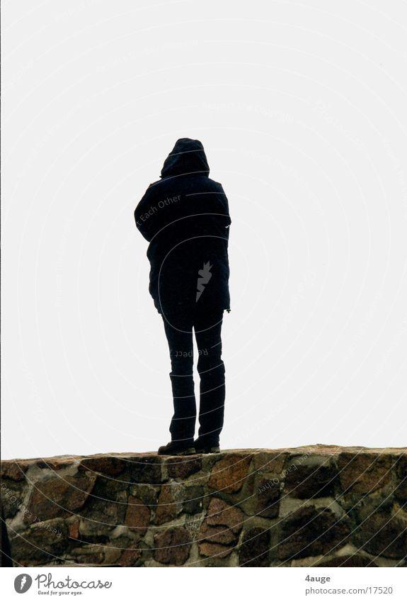 Sie auf der Mauer Frau Mensch Strand Meer Wetter Rücken