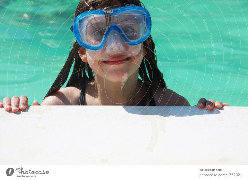 Textfreiraum unten Mensch feminin Kind Mädchen Kindheit Gesicht 1 8-13 Jahre Wasser Schwimmen & Baden Erholung tauchen blau grün Gefühle Glück Fröhlichkeit