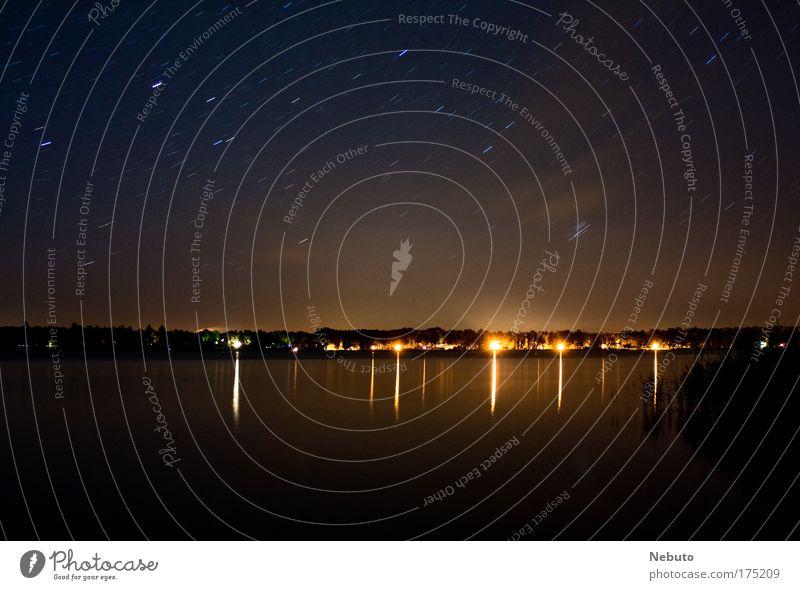 Wandlitz bei Nacht Wasser Himmel Sommer Strand Haus Ferne Straße dunkel kalt Küste Wellen Stern Umwelt groß Horizont authentisch