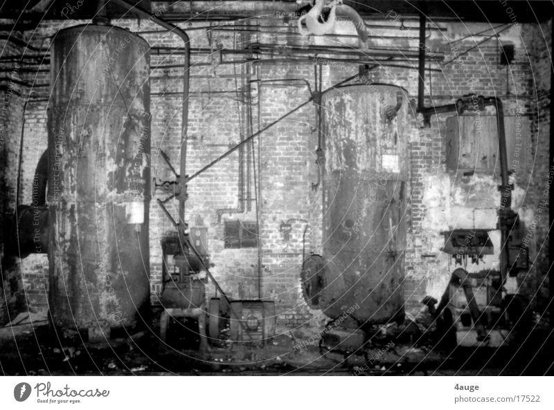 Lockhalle 1 Göttingen Kessel Industrie Schwarzweißfoto