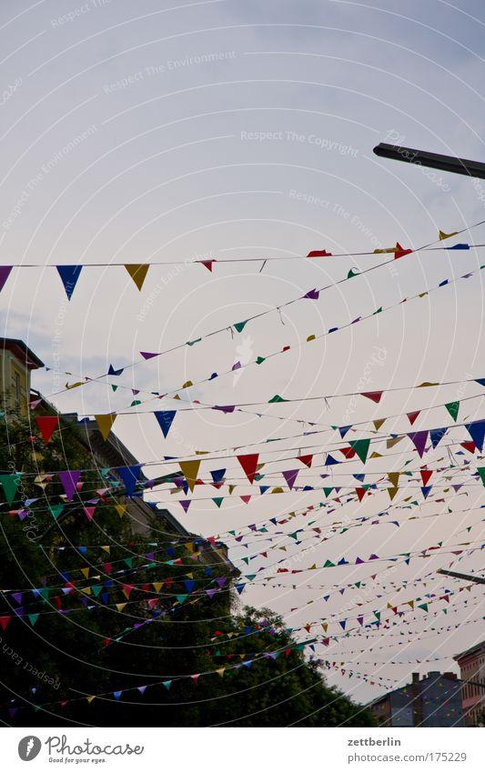 Wimpel Himmel Stadt Party Feste & Feiern Fahne Dekoration & Verzierung Häusliches Leben Schmuck Veranstaltung Kreuzberg Wohngebiet Straßenfest