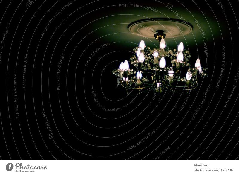 LICHT AUS Farbfoto Gedeckte Farben Innenaufnahme Menschenleer Textfreiraum links Textfreiraum unten Nacht Kunstlicht Licht Schatten Lampe Kronleuchter leuchten