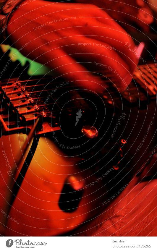"""Some Kind Of Stranger"" IV Mensch Hand grün rot Freude schwarz Party Holz Musik Metall Feste & Feiern Freizeit & Hobby Finger maskulin Lifestyle Konzert"