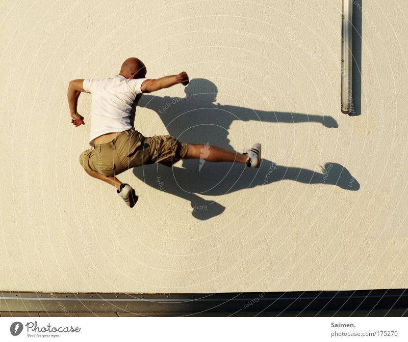 everybody was kungfu-fighting Mensch Mann Erwachsene Leben Wand Sport Bewegung springen Lampe fliegen maskulin Energie Luftverkehr Baustelle Reinigen Kampfkunst
