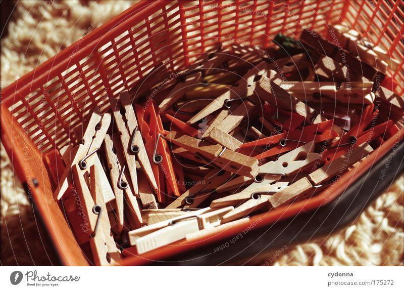 Klammern Leben Bewegung Traurigkeit orange Arbeit & Erwerbstätigkeit Ordnung Design ästhetisch planen Kommunizieren Kunststoff Idee Leidenschaft Stress Wäsche Nostalgie