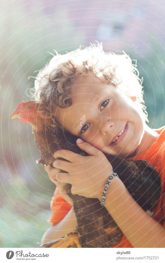 Gefühlswelt Kind Natur Tier Freude Wärme Liebe Junge lachen Garten Haare & Frisuren Freiheit frei Kindheit Lächeln Warmherzigkeit Kindheitserinnerung