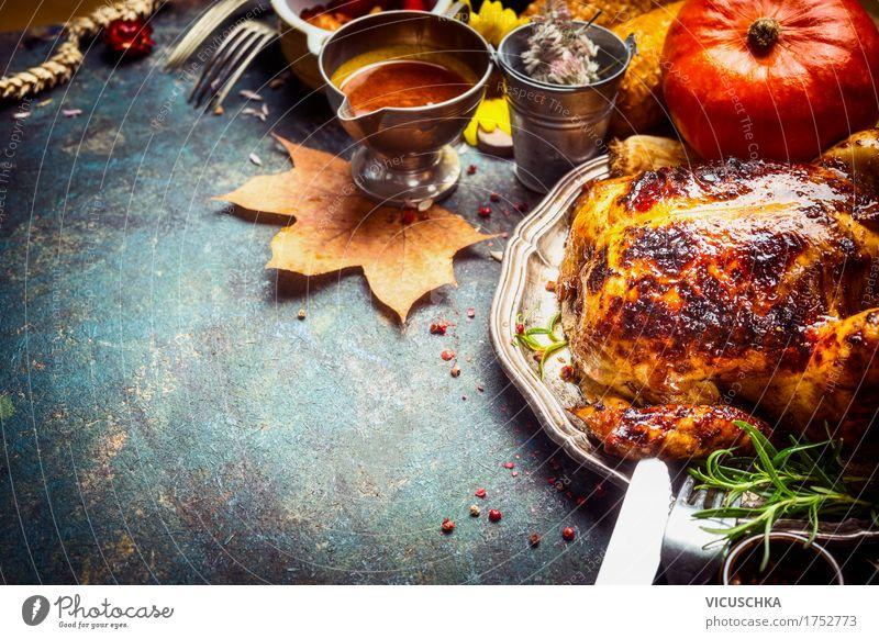 Gebackene ganze Hähnchen kredenzt mit Soße gelb Essen Stil Lebensmittel Feste & Feiern Party Design Ernährung Dekoration & Verzierung Tisch Kräuter & Gewürze