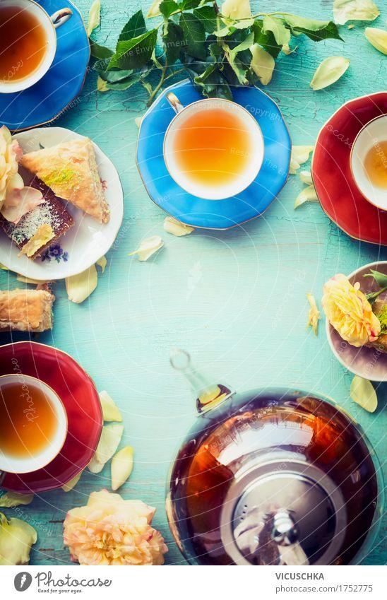 Tee trinken Kuchen Dessert Ernährung Frühstück Büffet Brunch Getränk Heißgetränk Geschirr Lifestyle Stil Design Häusliches Leben Tisch Restaurant Teekanne
