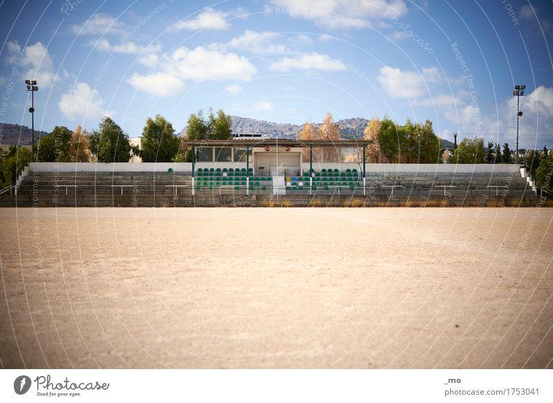 Fussballstar Fußball Ballsport Tribüne Sportstätten Fußballplatz Stadion Architektur Sand Beton Fitness alt authentisch Stimmung Verfall morbid Wärme Farbfoto