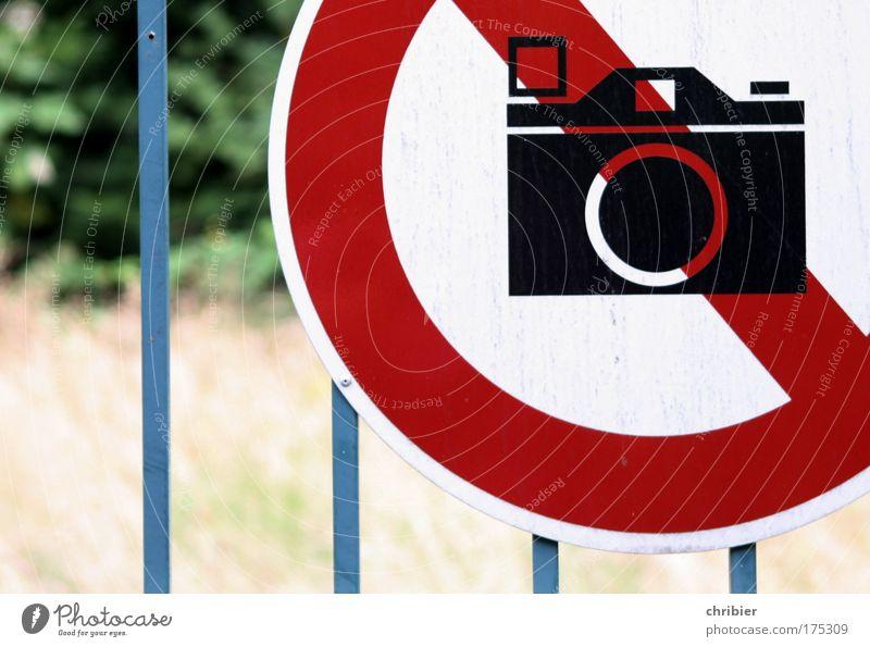 Auch die Jungs brauchen mal Ferien! [KI09.01] blau weiß rot Metall Schilder & Markierungen Design Sicherheit Hinweisschild Fotokamera Zeichen Zaun Symmetrie