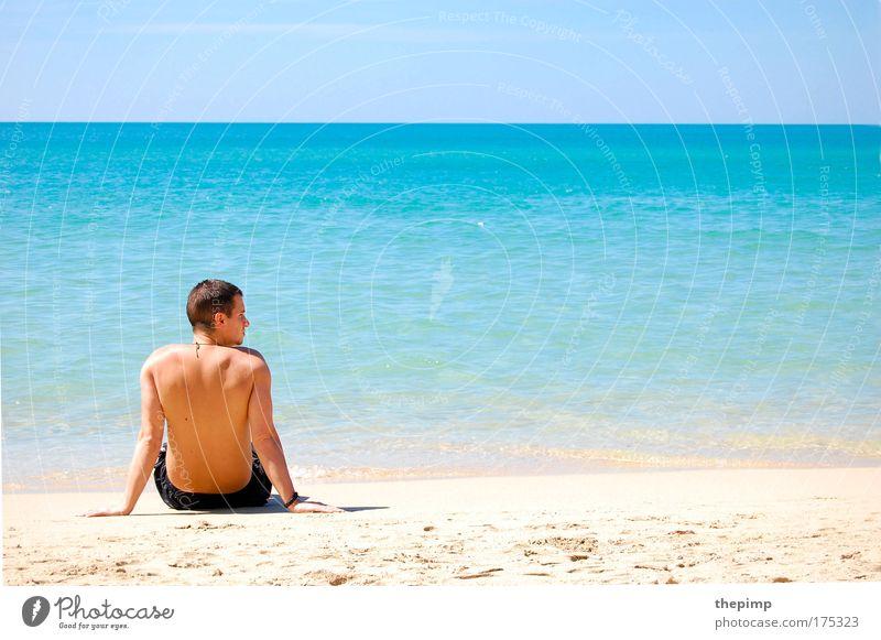 Ein Tag am Meer Mensch Mann Jugendliche Wasser Sonne Sommer Strand Ferien & Urlaub & Reisen Ferne Erholung Freiheit Denken Sand Landschaft Wellen