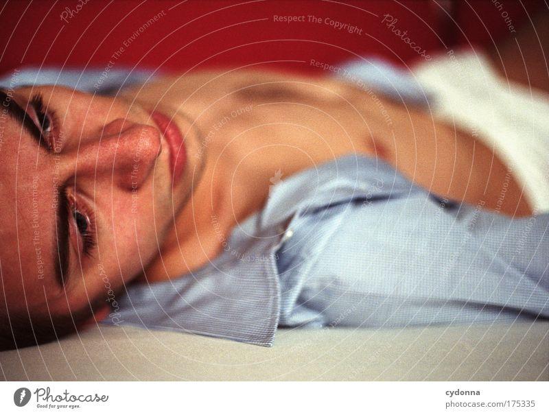 Ruhelos Mensch Mann Jugendliche schön Einsamkeit Gesicht Erwachsene Leben Gefühle Traurigkeit träumen Kraft Perspektive trist nachdenklich 18-30 Jahre