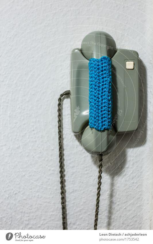 Behäkeltes Telefon Gegensprechanlage Telekommunikation Low-Tech Dekoration & Verzierung alt retro weich Wolle gestrickt Telefonhörer grün blau Farbfoto