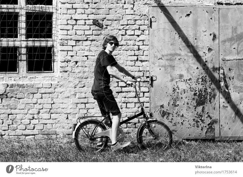 young boy - old bicycle Mensch Jugendliche Stadt alt Junger Mann Stil grau Stein Stimmung Fassade 13-18 Jahre Fahrradfahren Vergänglichkeit Industrie Fahrradtour Rost