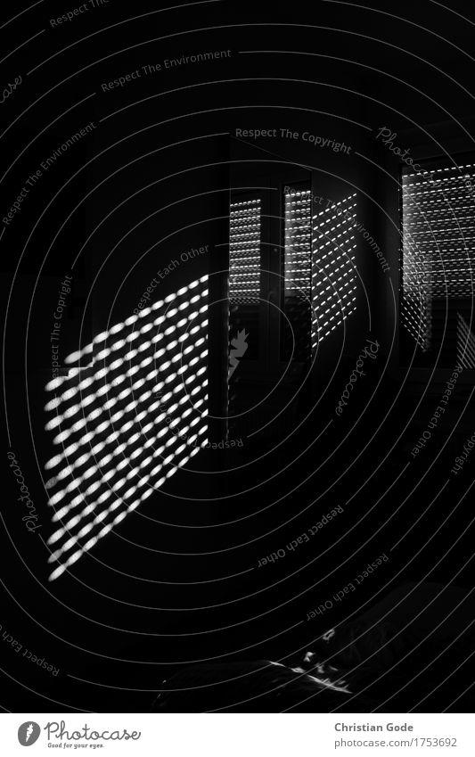 Lightroom weiß Haus dunkel Fenster schwarz Architektur Autofenster Flugzeugfenster Kunst Fensterscheibe Lichtspiel Lichtschein Schlafzimmer Lichtstrahl
