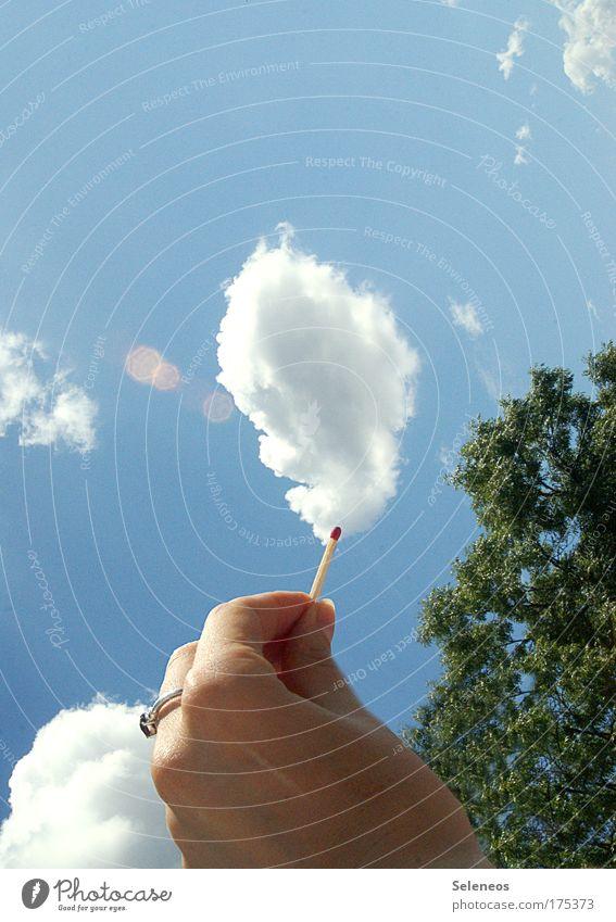 The air is on fire Mensch Natur Hand Himmel weiß Wolken oben Wetter Umwelt Energie Finger Feuer nah Klima entdecken Ring