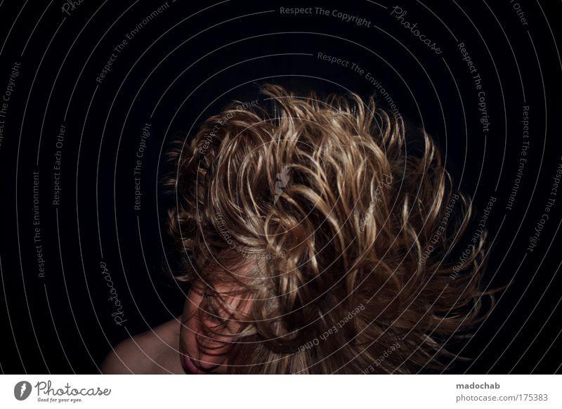 Das Standfeste ist leichter zu knicken als das Bewegliche. Mensch Jugendliche Freude Leben Haare & Frisuren Stil Party Feste & Feiern Tanzen Kraft elegant maskulin Lifestyle Schutz Leidenschaft