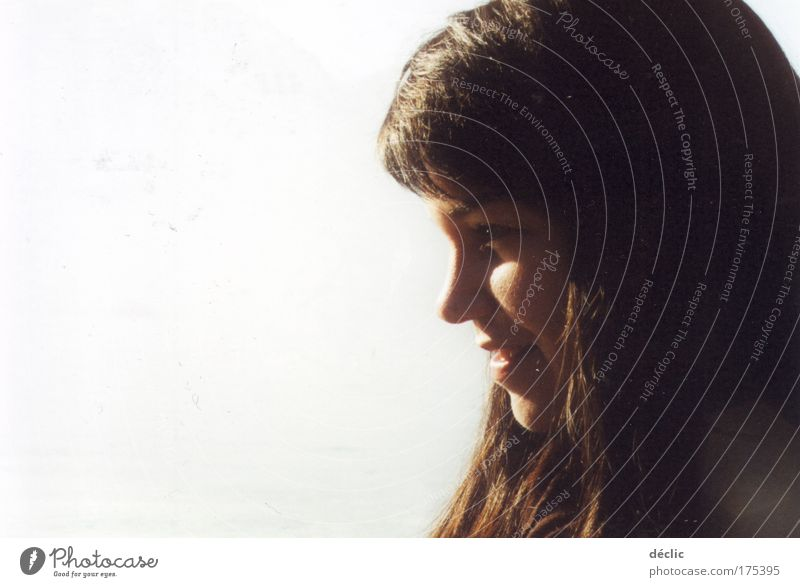 Hélio... Farbfoto Außenaufnahme Textfreiraum links Sonnenlicht Sonnenstrahlen Porträt Profil Blick nach vorn Glück Ausflug Junge Frau Jugendliche Gesicht 1