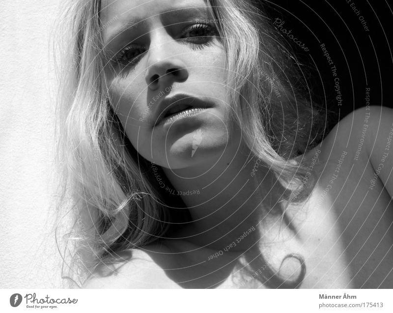 Black or White. Frau Jugendliche feminin Haare & Frisuren Kopf hell Haut blond Erwachsene Junge Frau