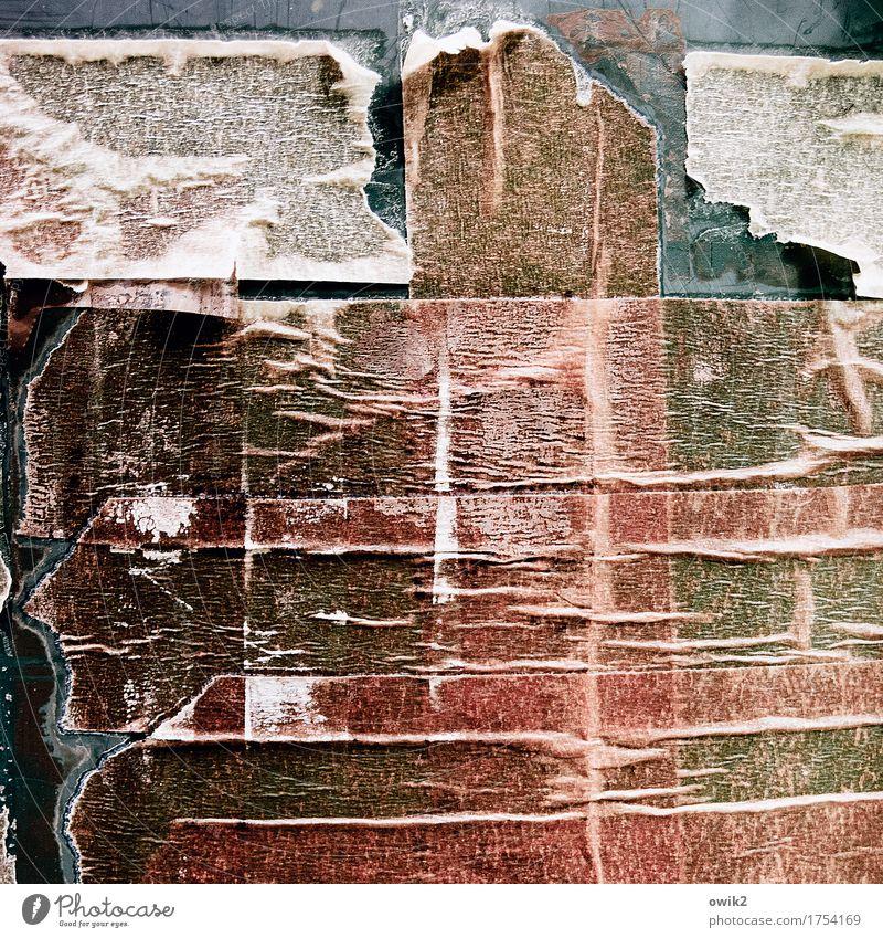 Tesa antik Regentonne Fass Klebestreifen Klebeband Kunststoff alt trashig trist trocken Zahn der Zeit Farbfoto Gedeckte Farben Außenaufnahme Detailaufnahme