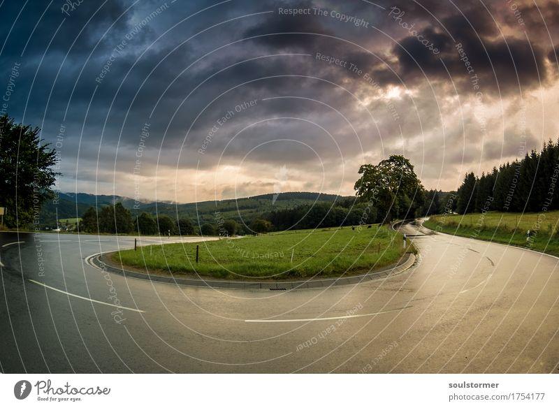 U-Turn Verkehr Autofahren Straße Kurve Serpentinen Bewegung Ferien & Urlaub & Reisen Euphorie Kraft Abenteuer ästhetisch Endzeitstimmung bedrohlich Perspektive