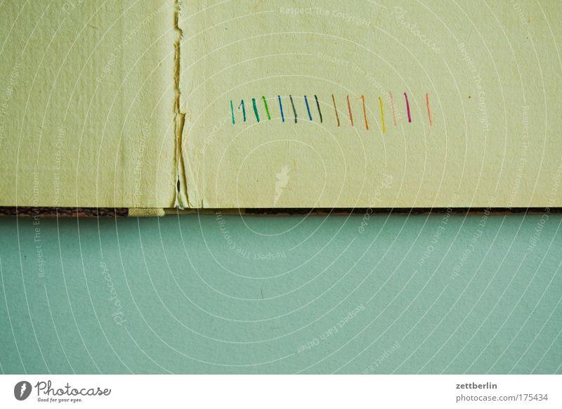 Striche Buch Heft Bucheinband Papier Linie Farbe Farbstoff mehrfarbig vierfarbig kalibrierung Regenbogen Riss gebrochen Bruch Faltenwurf