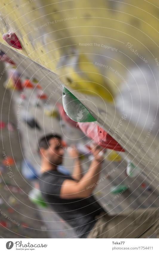 Bouldern IIII Freizeit & Hobby Sport Klettern Bergsteigen Mensch Hand Mauer Wand anstrengen ästhetisch Kontrolle Konzentration Kraft Boulderhalle Farbfoto