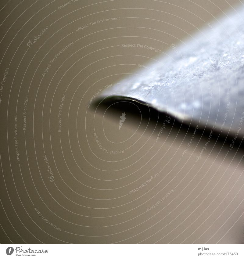 aeneus Wasser Metall Stahl Rost Blech abstrakt Vor hellem Hintergrund
