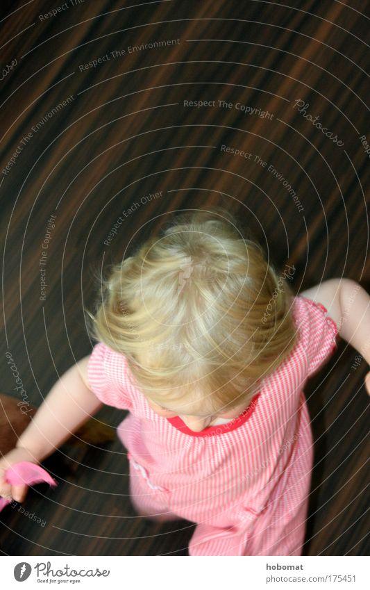 Snell! Papa! Snella! Mensch Kind rot Mädchen Freude Spielen Kopf Haare & Frisuren klein braun Kindheit blond Wohnung rosa laufen Energie