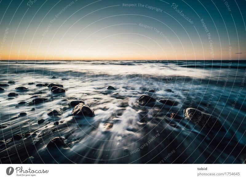 Küste Himmel Natur Landschaft Meer Einsamkeit Ferne Bewegung Stein Felsen Horizont frei Wellen Idylle Schönes Wetter Unendlichkeit