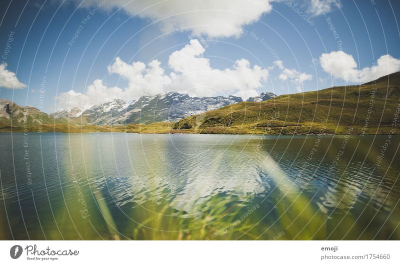 in den Bergen Umwelt Natur Landschaft Himmel Sommer Schönes Wetter Alpen Berge u. Gebirge See nachhaltig natürlich blau grün Schweiz Gebirgssee Tourismus