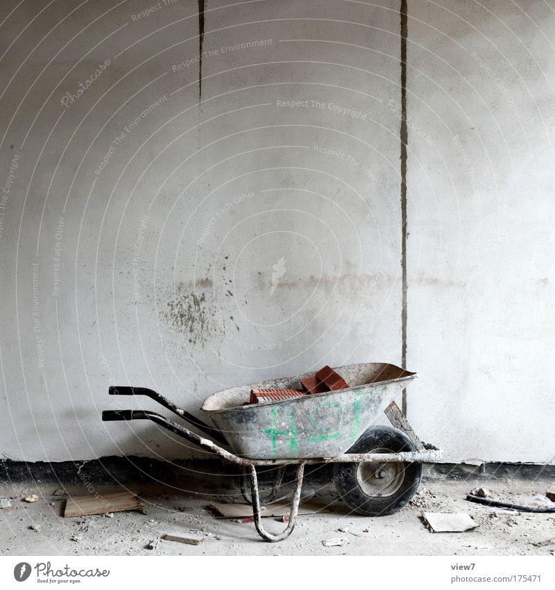 Päuschen alt Erholung Arbeit & Erwerbstätigkeit grau Stein Metall Raum dreckig trist Streifen Innenarchitektur Pause authentisch Baustelle einfach streichen