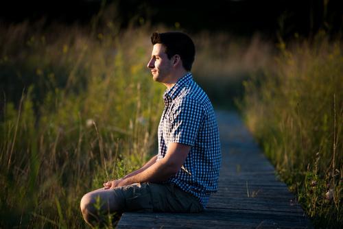am Steg Mensch Natur Ferien & Urlaub & Reisen Jugendliche Mann Sommer Sonne Junger Mann Erholung ruhig 18-30 Jahre Erwachsene Wärme Leben Gesundheit Glück
