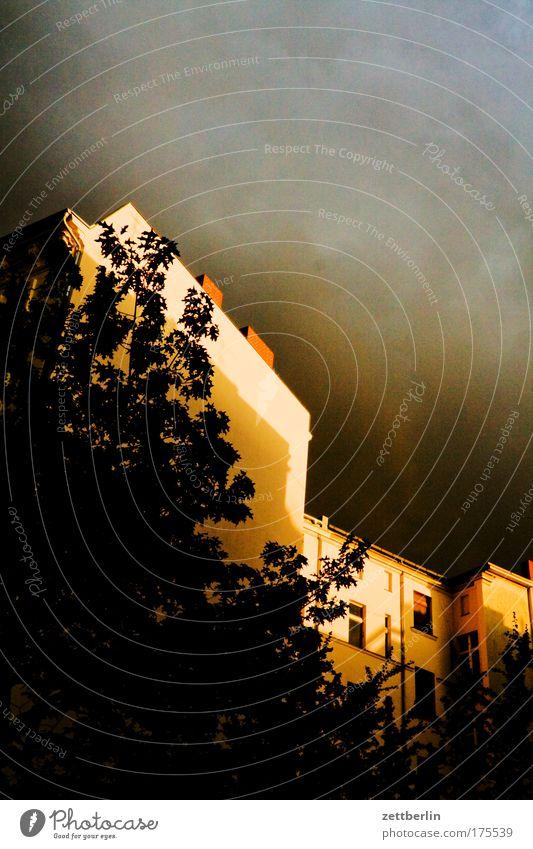 Gewitter again Abend Architektur Kumulus Dämmerung dramatisch Dramatik drohend Gebäude Gewitterwolken Haus kleistpark Regen Schöneberg Sommer Sommerabend