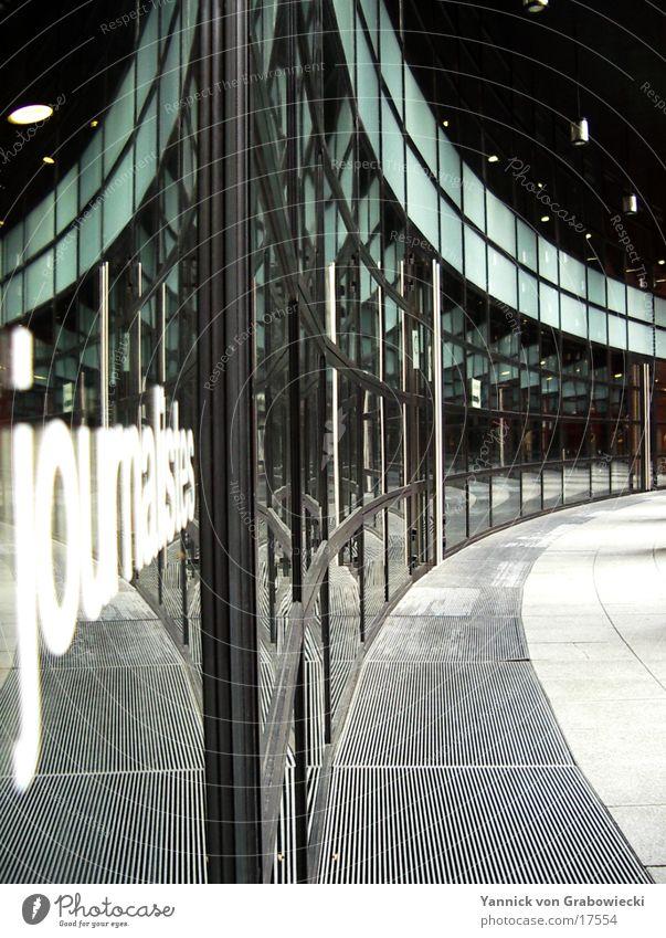 journalisten@europarlament Reflexion & Spiegelung Gebäude Straßburg Europa Architektur Kontrast tiefenunschärfe Houses of Parliament Glas modern