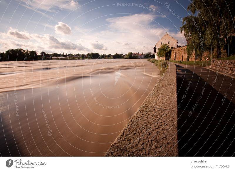 Schärding Natur Sommer Haus Wand Umwelt Architektur Wege & Pfade Gebäude Mauer Kraft Klima ästhetisch außergewöhnlich Kirche bedrohlich Fluss