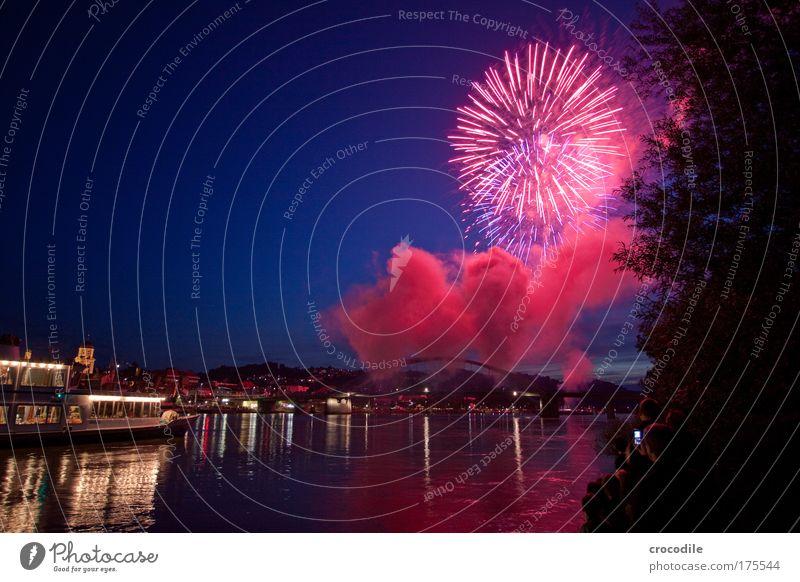 Donau in Flammen Natur Wasser Himmel Sommer Umwelt Brücke ästhetisch Fluss Langzeitbelichtung Feuerwerk Skyline Veranstaltung Verkehrswege Schifffahrt Schönes Wetter
