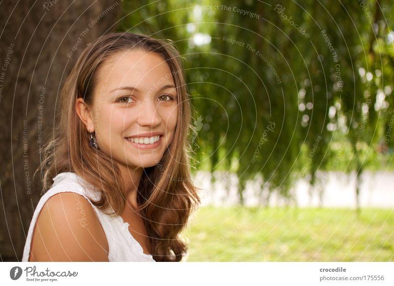 Schönheit II Frau Mensch Jugendliche schön Baum Pflanze Freude Erwachsene feminin Haare & Frisuren Glück Stil Design ästhetisch Fröhlichkeit Lifestyle