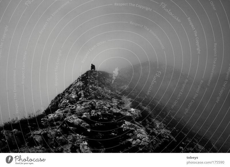 kein Laut Natur Einsamkeit Wolken ruhig Landschaft dunkel Berge u. Gebirge Stein Luft Felsen Nebel wandern beobachten Pause Alpen Gipfel