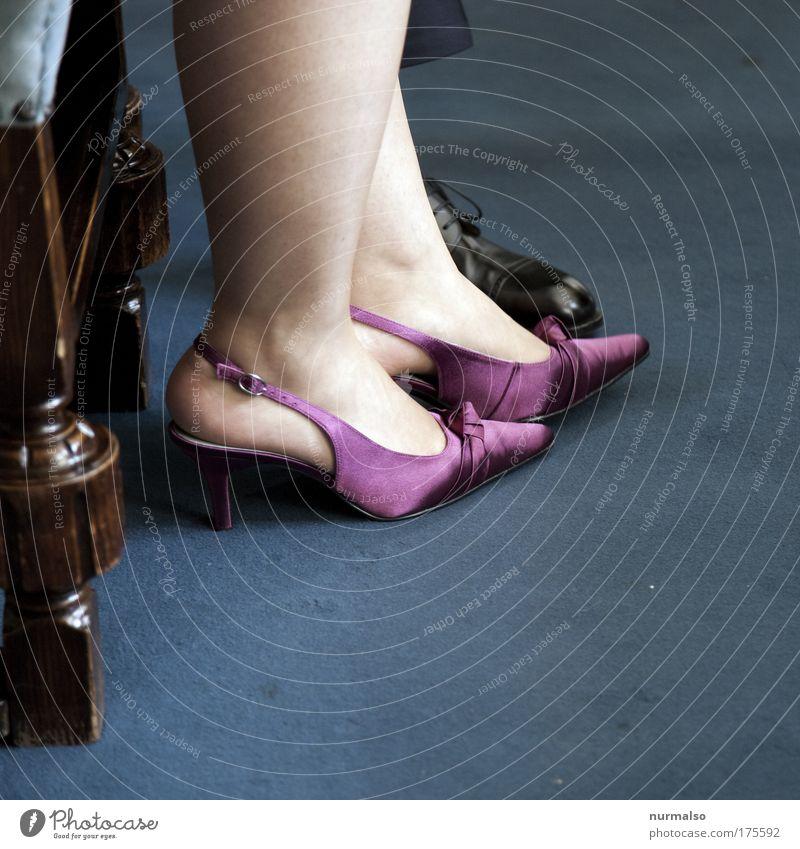 Schuhtik. Frau Mensch schön Erwachsene feminin Leben Beine Mode Paar Fuß Feste & Feiern Schuhe Raum sitzen Haut warten