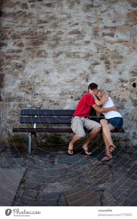 III Mensch Jugendliche schön Freude Liebe feminin Glück Stimmung Paar Zufriedenheit Zusammensein sitzen maskulin Fröhlichkeit Küssen Partner