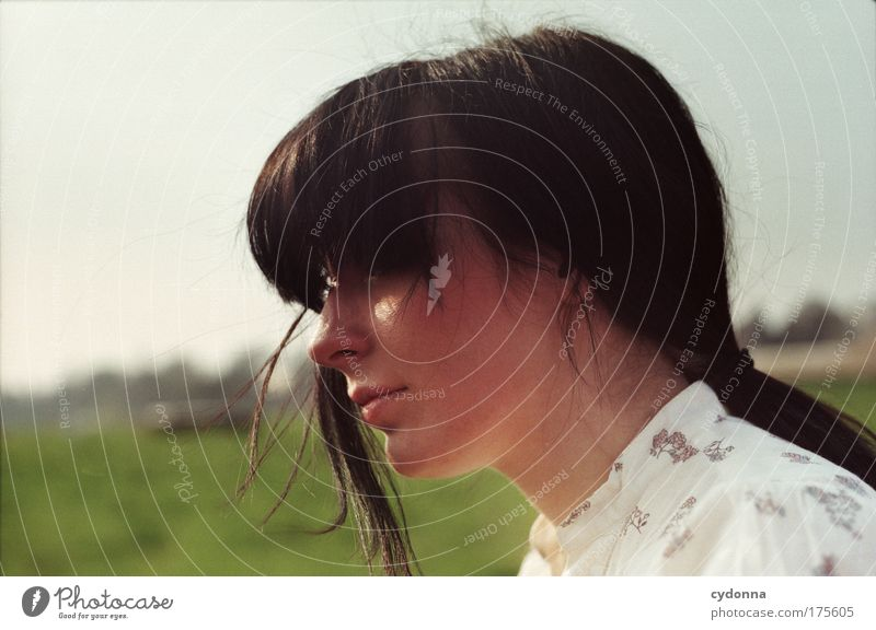 Elbblick Farbfoto Außenaufnahme Nahaufnahme Detailaufnahme Textfreiraum links Tag Schatten Kontrast Sonnenlicht Starke Tiefenschärfe Totale Porträt Oberkörper