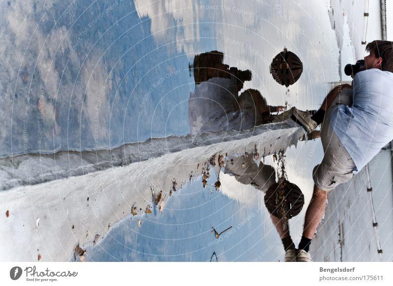Widerspiele Mensch Wasser Spielen Bewegung Brücke Zusammensein Freizeit & Hobby maskulin Perspektive Reflexion & Spiegelung Spiegel Zusammenhalt Trennung Sport-Training Verbundenheit Spiegelbild