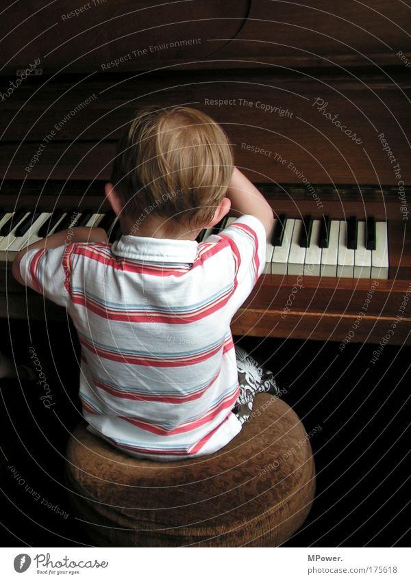 Der Pianist Mensch Kind Einsamkeit Spielen Gefühle Junge Musik Kindheit braun maskulin außergewöhnlich Coolness Streifen Musikinstrument brünett Klaviatur
