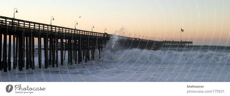 Ocean Wave Sturm Pier Farbfoto Außenaufnahme Menschenleer Morgen Sonnenaufgang Sonnenuntergang Bewegungsunschärfe Natur Wetter schlechtes Wetter Unwetter Küste
