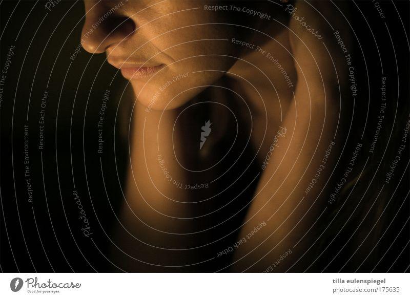 nachtfalter Mensch Frau Jugendliche Erotik ruhig 18-30 Jahre dunkel Erwachsene Wärme feminin Stimmung träumen ästhetisch Mund Nase Lippen