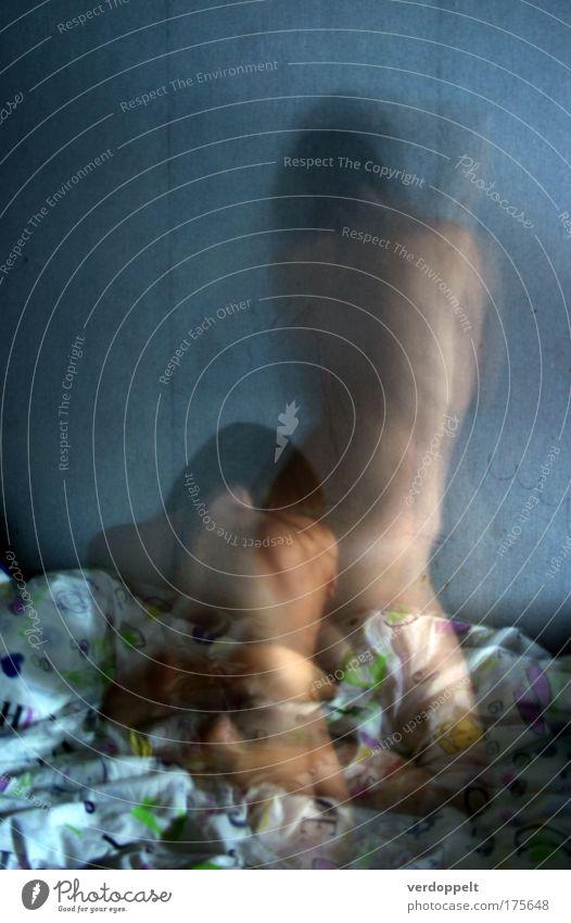 somnambulistic Farbfoto Innenaufnahme Akt Nacht Langzeitbelichtung Schlafzimmer Nachtleben Mensch feminin Junge Frau Jugendliche Körper 1 18-30 Jahre Erwachsene
