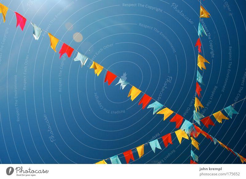 kreuz des südens Farbfoto mehrfarbig Außenaufnahme Himmel Wolkenloser Himmel lustig blau Glück Geburtstag Fahne Freude Farbe Farbenspiel